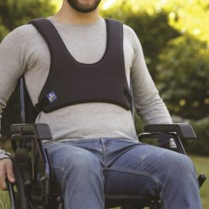 CINTURA PETTORALE A CORPETTO Indicata per evitare lo scivolamento in avanti e per favorire il contenimento del busto per pazienti seduti su carrozzina o sedia comoda.